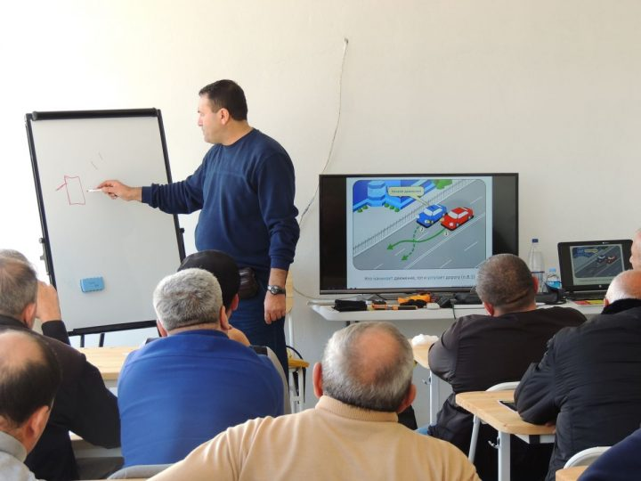Baku taxi drivers receive training in Defensive Driving